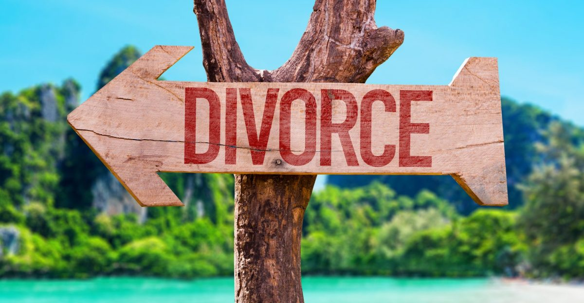 divorce sign symbolizing the divorce process as viewed by a Clinton Township divorce lawyer